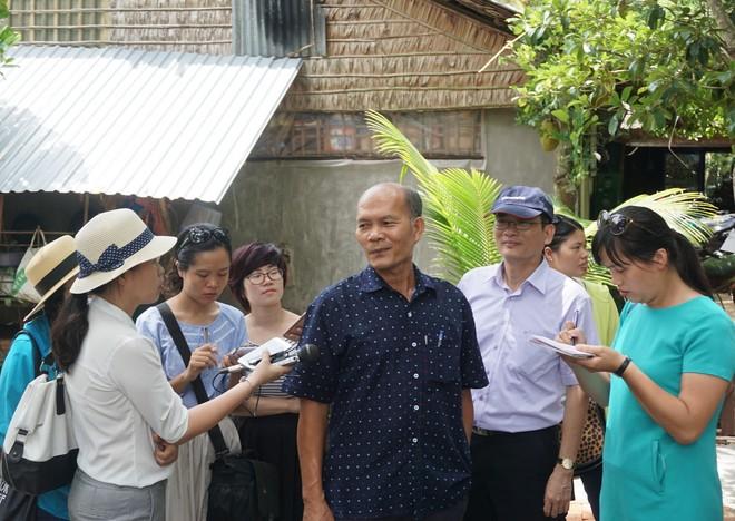 Khách tham quan vườn trái cây Vàm Xáng ở xã Mỹ Khánh, Cần Thơ