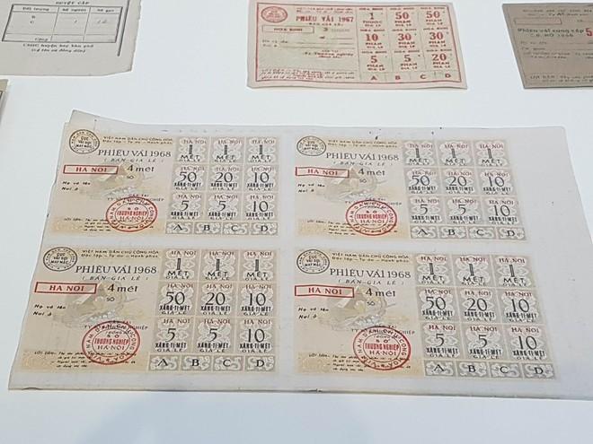 Những tấm tem, phiếu được người dân đổi lấy những nhu yếu phẩm như vải, thịt, sữa cho trẻ em những năm 1960