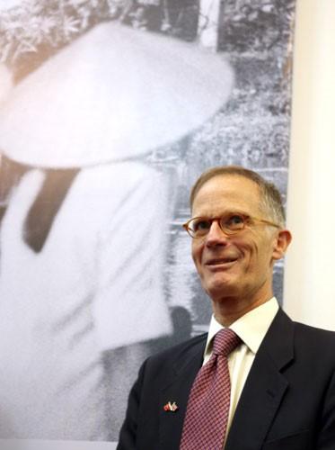 Ông John Ramsden từng làm việc tại Đại sứ quán Anh tại Hà Nội giai đoạn đầu những năm 1980