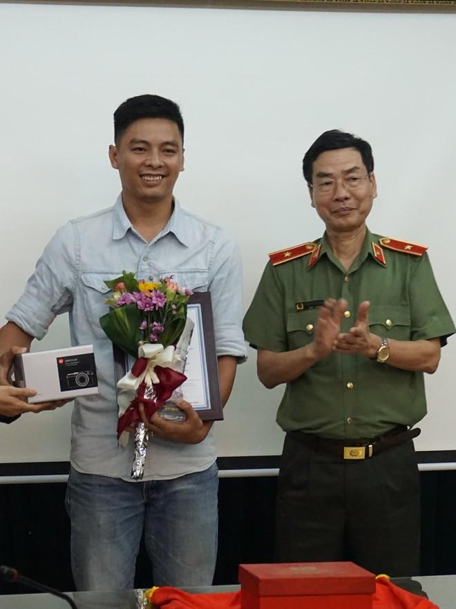 Tác giả Nguyễn Tiến Anh Tuấn được trao giải Nhất