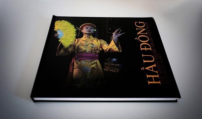 "Cuốn sách ""Hầu Đồng: The Spirit Mediums of Viet Nam"""