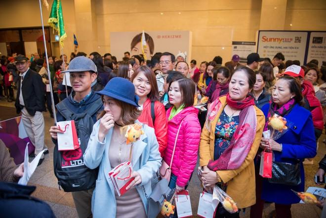 Đêm gala thu hút hơn 800 du khách Việt Nam