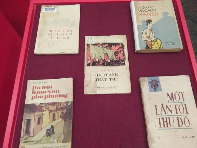 Các đầu sách có giá trị về lịch sử - văn hóa Thủ đô Hà Nội được trưng bày tại Đại hội sách cũ