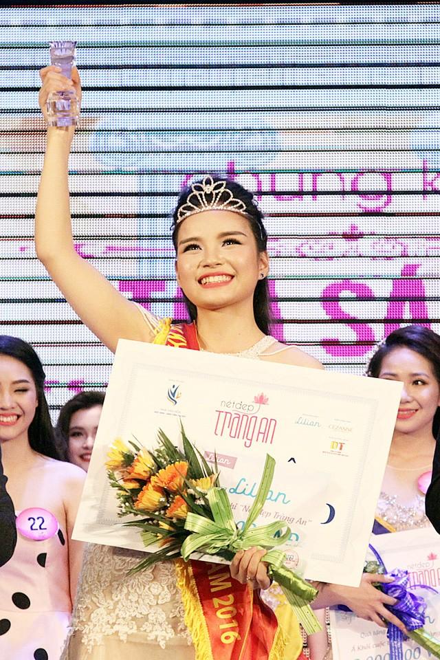 Với câu trả lời thông minh và tự tin, Lê Thị Phương Linh đã chinh phục được BGK (Ảnh: Dân trí)