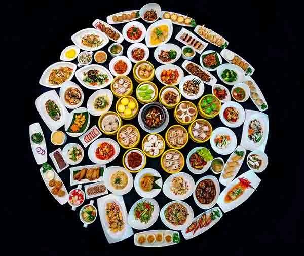 Bữa tiệc Giáng sinh gồm 100 món ăn Á Đông