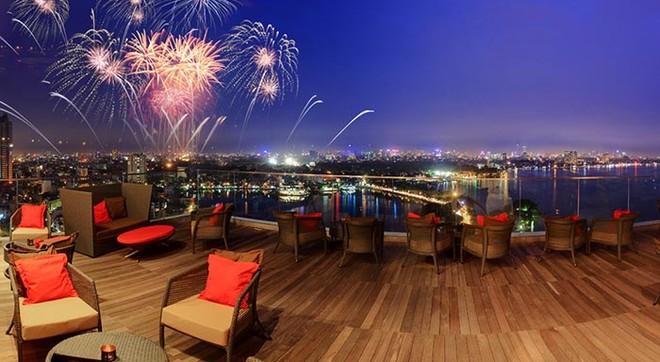 Người tham gia sẽ có cơ hội đếm ngược tới năm mới tại quán bar The Summit