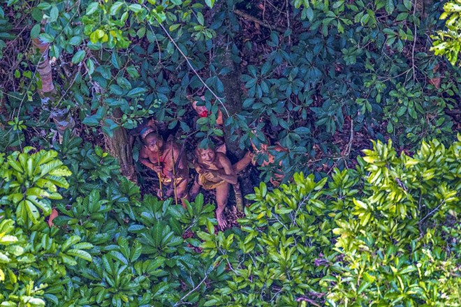 Hình ảnh hiếm hoi về bộ lạc không mặc quần áo, 4 năm di cư một lần ở Brazil