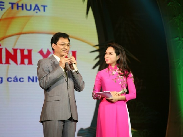Nhà thơ Lê Cảnh Nhạc trong chương trình