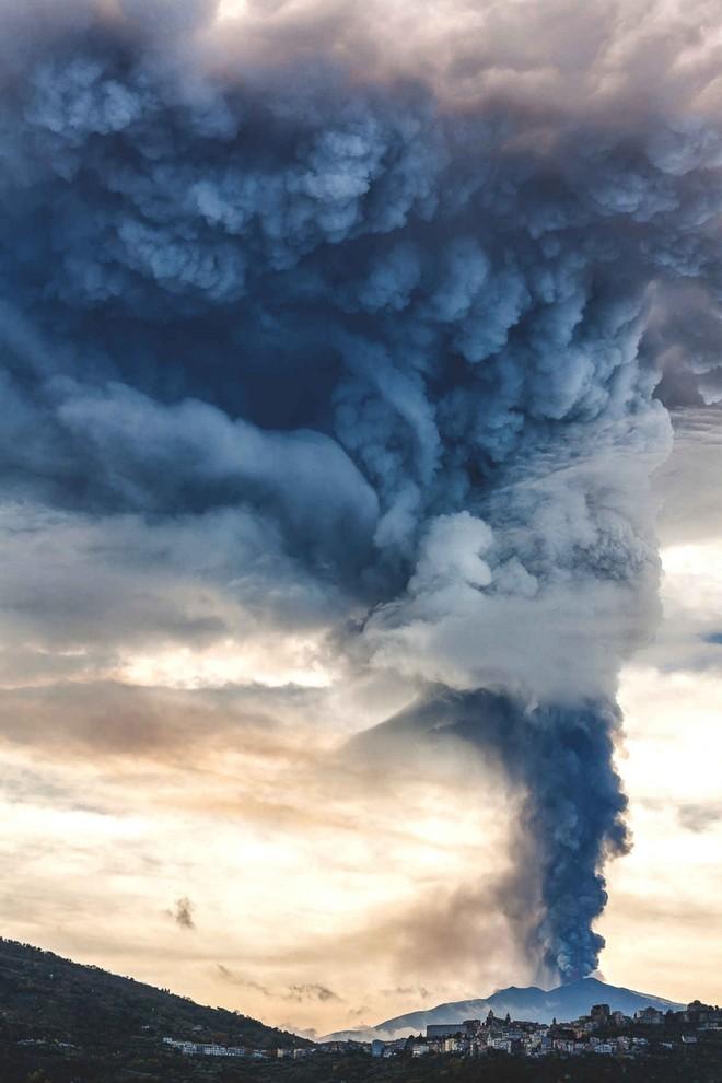 "Khi núi lửa Etna ""thức dậy"""