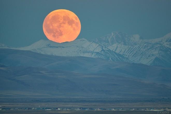 Ánh trăng tròn nơi biên giới Altai và Mông Cổ