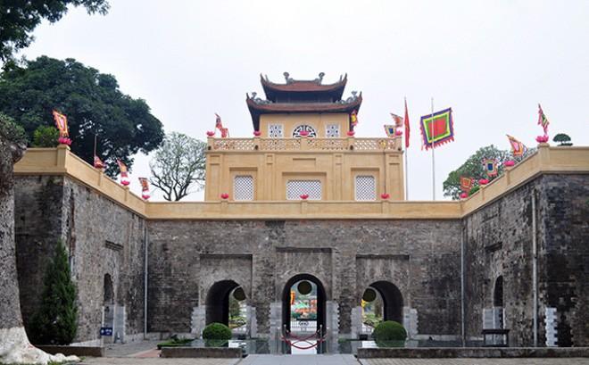 Đoan Môn - lối vào Hoàng thành Thăng Long vừa được quét vôi vàng