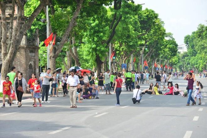 Không gian phố đi bộ quanh hồ Hoàn Kiếm thu hút du khách trong và ngoài nước
