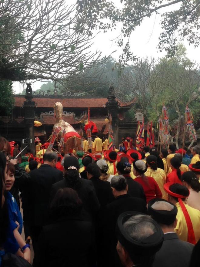 Biển người có mặt tại lễ hội Gióng vào sáng ngày mùng 6 Tết