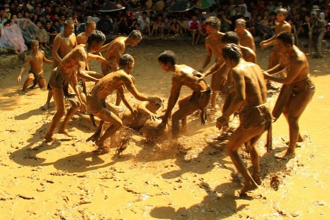 Lễ hội vật cầu bùn (Bắc Giang)