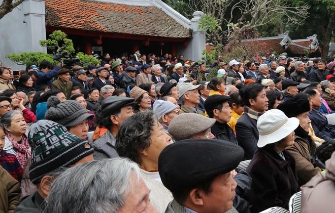 Rất đông người yêu thơ đã đến để gặp gỡ các nhà thơ nổi tiếng