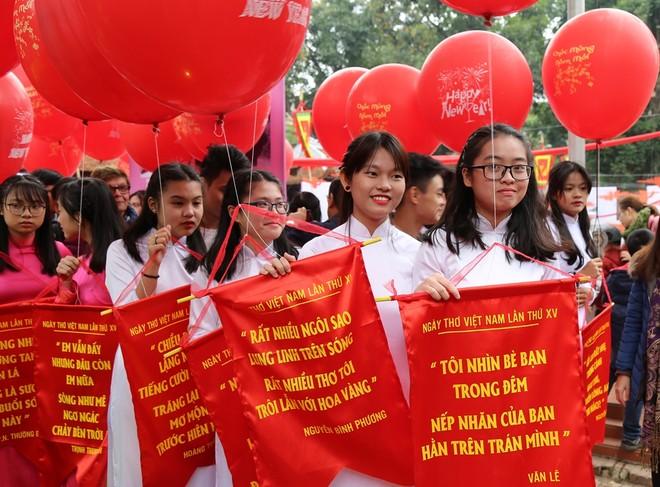 50 câu thơ được thả lên trời trong Ngày thơ Việt Nam ảnh 13