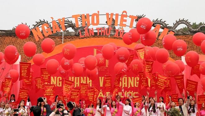 50 câu thơ được thả lên trời trong Ngày thơ Việt Nam ảnh 15