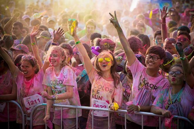 """""""Color Me Run"""" thu hút sự tham gia của rất đông các bạn trẻ"""