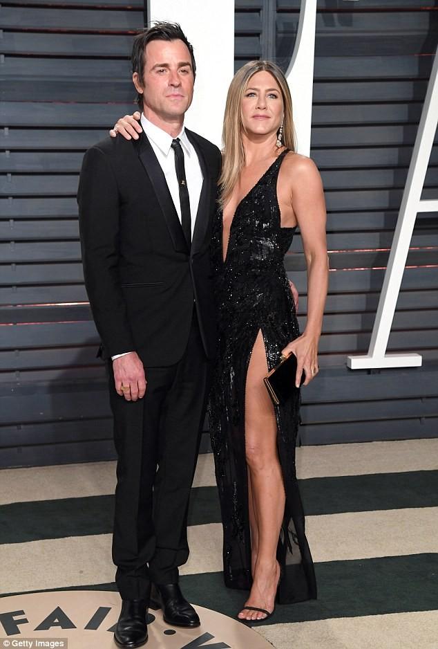 Jennifer Aniston hạnh phúc bên chồng mới là diễn viên Justin Theroux trong lễ trao giải Oscar hôm 27-2