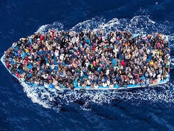 Lật thuyền ở Địa Trung Hải, 700 người thiệt mạng ảnh 1