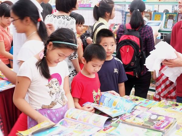 Mua sách nhiều nhưng trẻ không đọc, vì sao? ảnh 1
