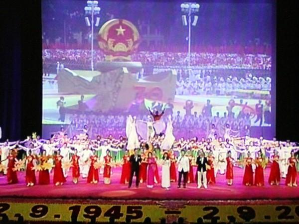 """Chương trình nghệ thuật """"Việt Nam - Thời đại Hồ Chí Minh"""": Hào hùng và xúc động ảnh 1"""