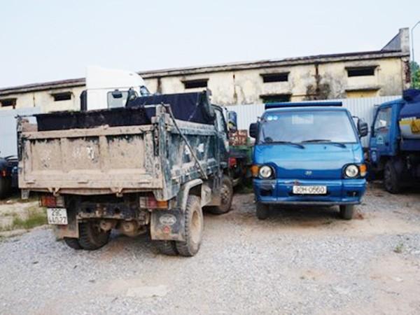 Mô hình liên quân xử lý vi phạm môi trường tại quận Long Biên: Ngăn chặn ô tô đổ bậy đất trạc ảnh 1