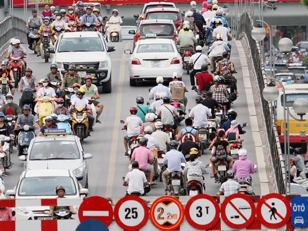 Tắc đường do quá nhiều cơ quan ở trung tâm thành phố ảnh 1