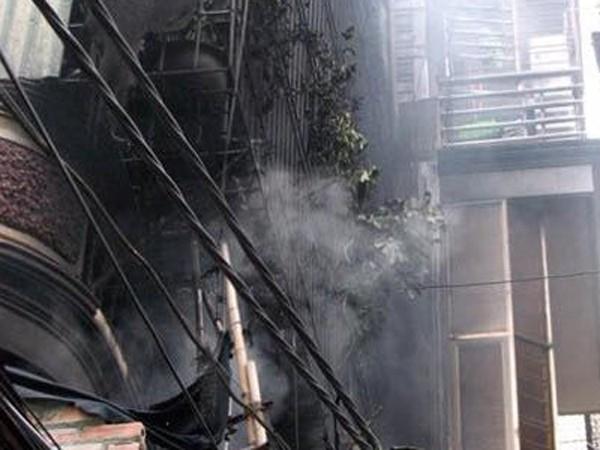 Cháy nhà 3 tầng trên phố Khương Trung ảnh 1