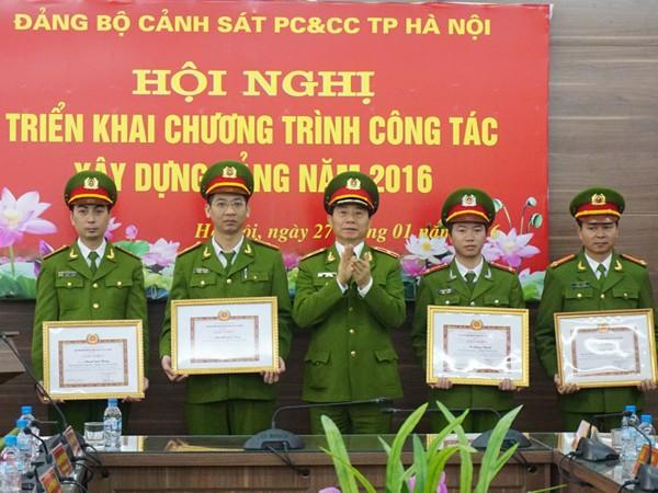 Cảnh sát PC&CC TP Hà Nội triển khai chương trình công tác xây dựng Đảng năm 2016 ảnh 1