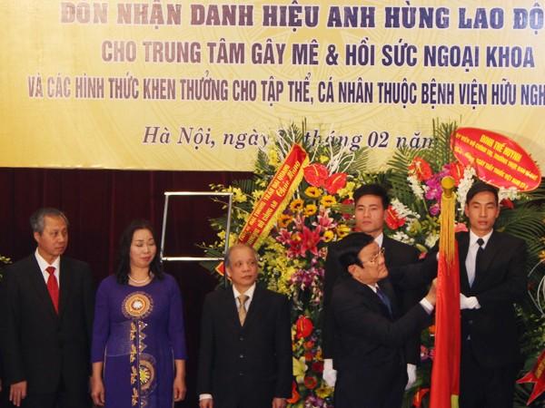 Chủ tịch nước trao tặng danh hiệu Anh hùng Lao động cho Trung tâm Gây mê và Hồi sức ngoại khoa - Bệnh viện Việt Đức