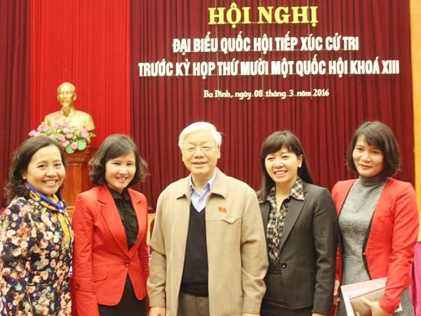 Tổng Bí thư Nguyễn Phú Trọng tiếp xúc cử tri Hà Nội sáng 8-3