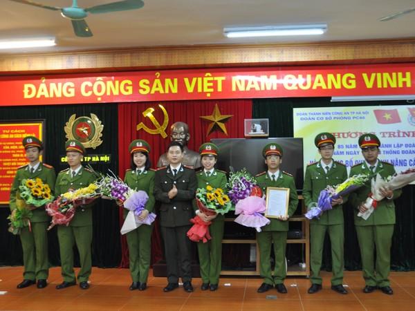 Đại diện Ban Chấp hành Đoàn CATP chúc mừng Ban Chấp hành lâm thời Đoàn cơ sở Phòng CSKT