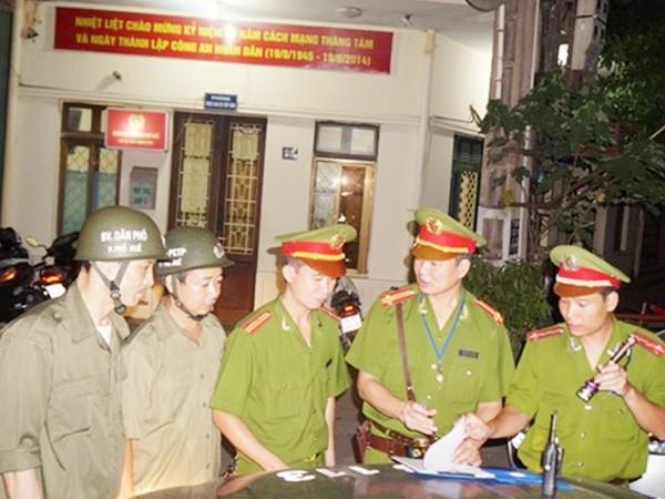 Đội viên dân phòng luôn sát cánh cùng lực lượng công an trong những phiên tuần tra
