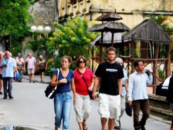 Kiên trì nới visa để hút khách du lịch ảnh 1