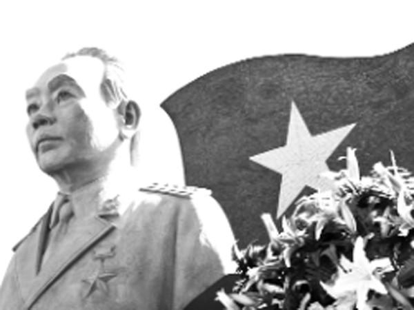 Bức tượng tạc Đại tướng Võ Nguyên Giáp được đặt tại trung tâm công viên mang tên Đại tướng trên đảo Sơn Ca, huyện đảo Trường Sa