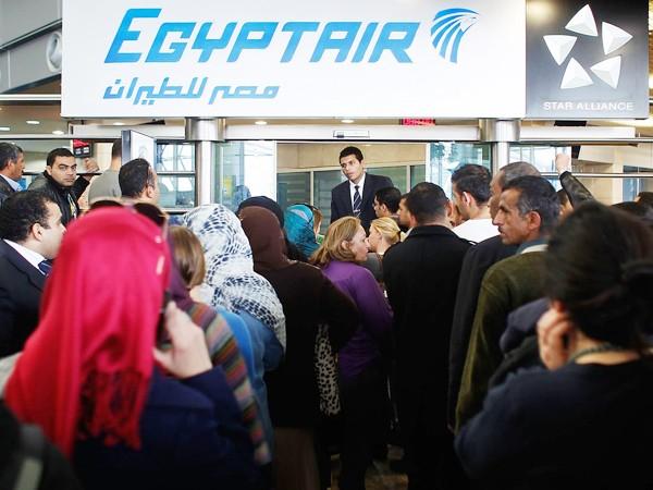 Thân nhân của các nạn nhân trên máy bay MS804 đang chờ đợi tin tức ở Ai Cập