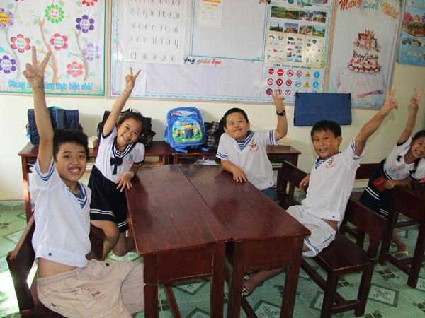Những nụ cười trẻ thơ trên đảo Trường Sa