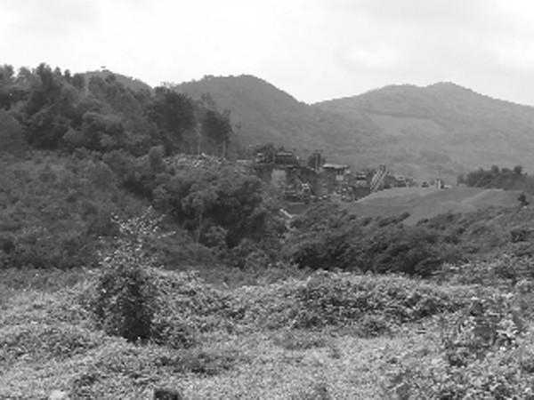 Tiếng ồn và bụi bặm từ các trạm nghiền đá vẫn ngày ngày đầu độc người dân xã Phú Mãn
