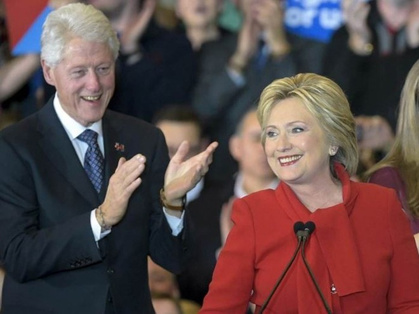 Ông Clinton luôn sát cánh trong chiến dịch tranh cử của vợ