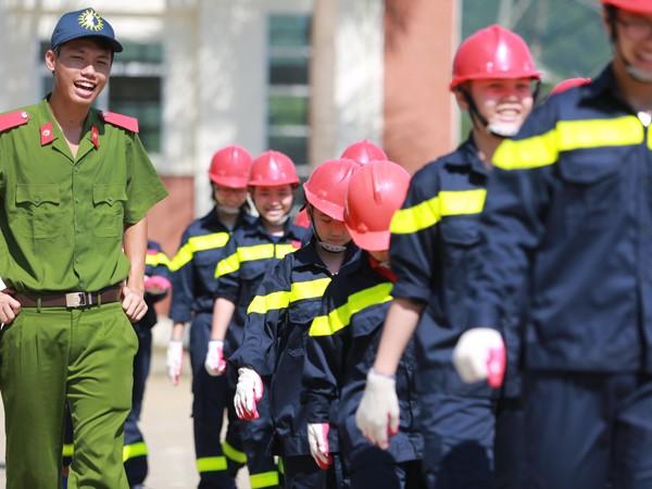 Học kỹ năng tự vệ trong trại hè cứu hỏa