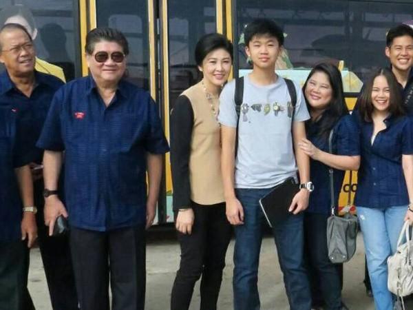 Cựu Thủ tướng Thái Lan Yingluck Shinawatra (thứ tư từ trái sang)