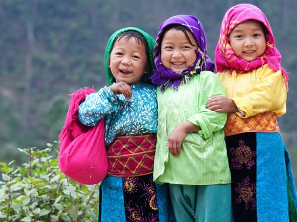 """Bức ảnh """"Ba em bé trên cao nguyên Đồng Văn"""" của Trần Cao Bảo Long"""