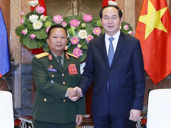Chiều 20-6-2016, tại Phủ Chủ tịch, Chủ tịch nước Trần Đại Quang tiếp Bộ trưởng Quốc phòng CHDCND Lào Chansamone Channhalat đang trong chuyến thăm chính thức Việt Nam