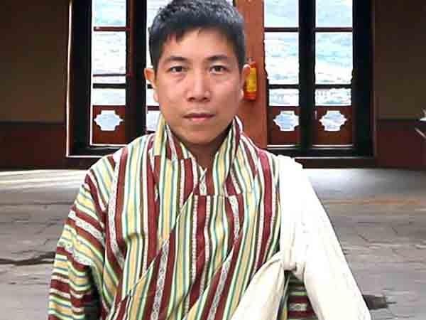 Trần Việt Phương trong bộ đồ truyền thống của Bhutan