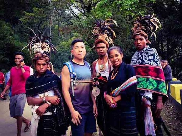Tác giả Trần Việt Phương với người dân Timor Leste