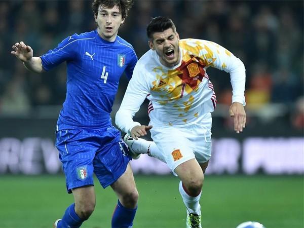 Italia (trái) quyết tâm phục hận trước Tây Ban Nha