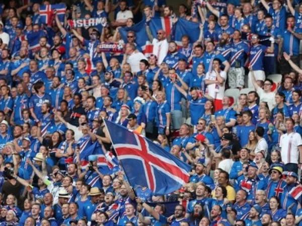 """Tổng thống Iceland sang Paris """"tiếp lửa"""" cho đội nhà"""