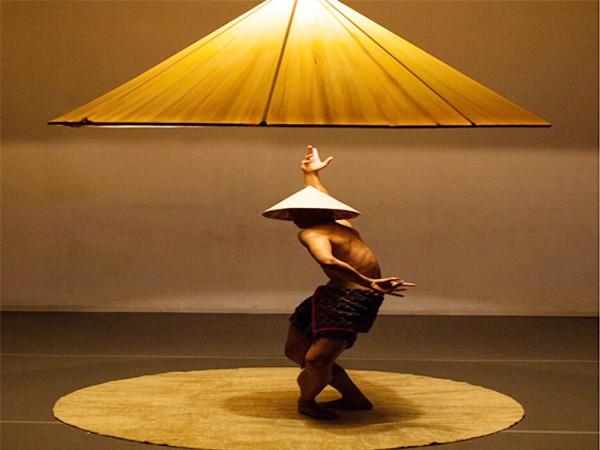 """""""Nón"""", tác phẩm múa đương đại có sự kết hợp giữa âm nhạc dân tộc Việt Nam và múa hiện đại"""