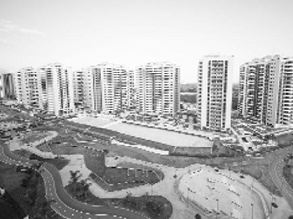 12 trong 31 tòa nhà trong Làng Olympic được hoàn thiện đầy đủ